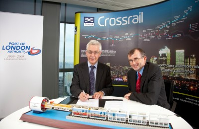 Photo of Richard Everitt and Rob Holden signing Memorandum of Understanding agreement between Port of London Authority and Crossrail Ltd
