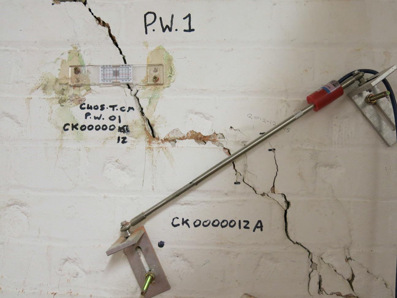 ENV34_Fig 05 Block E Crack Width Guage.jpg