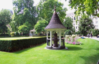 Photo of Finsbury Circus Gardens drinking fountain with canopy